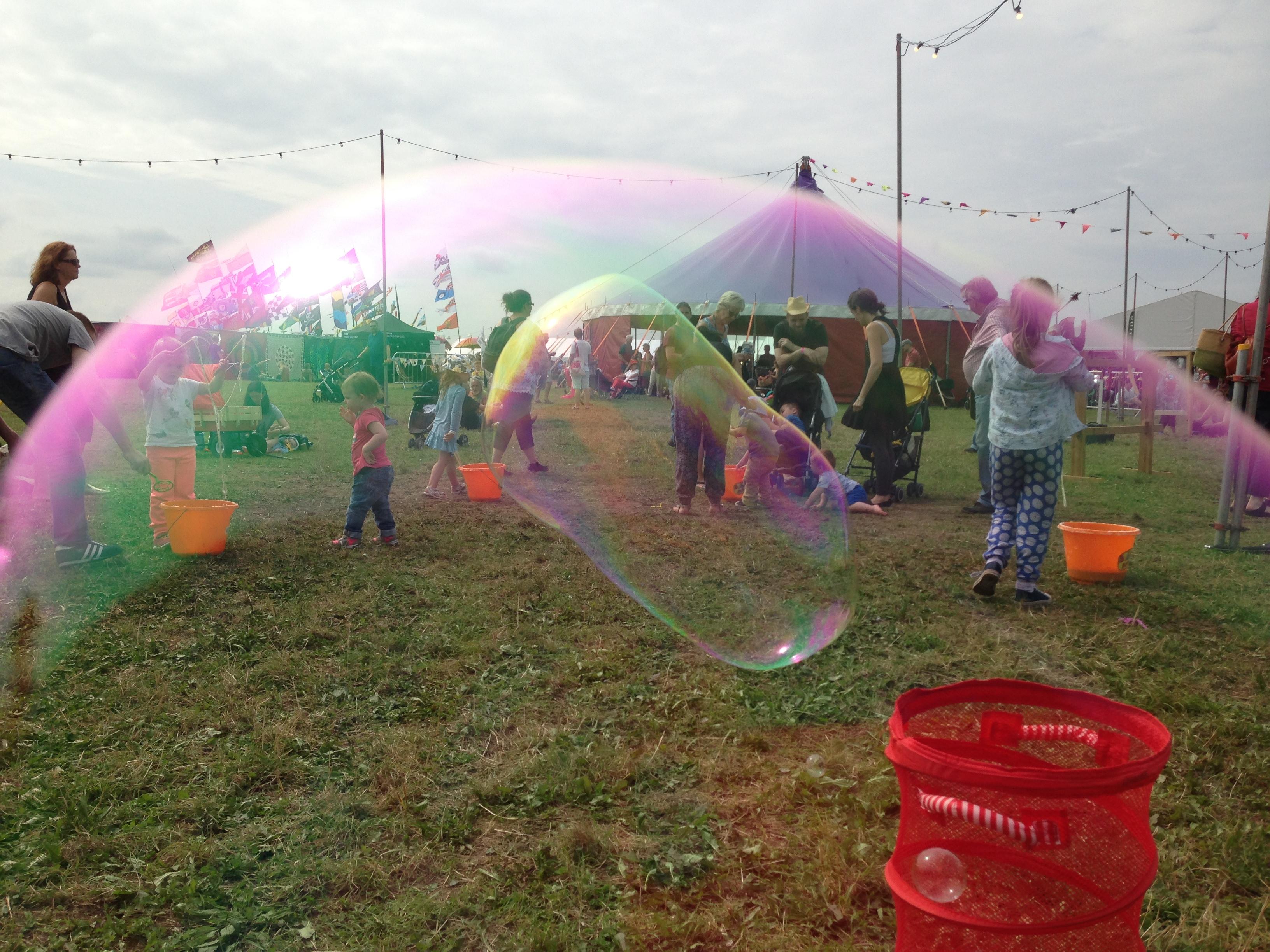 Bubbly Heaven Training Amp Children S Bubble Entertainers
